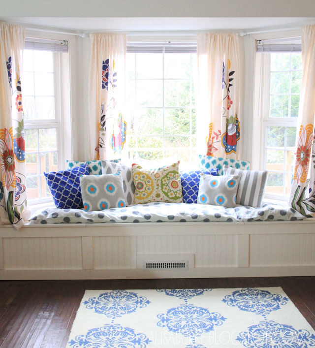 Alisaburke: DIY Window Seat