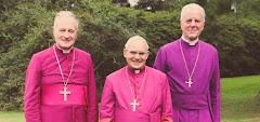 Mons. Faure, Mons. Tomás de Aquino e Mons. Williamson