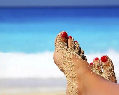 scrub piedi, piedi perfetti per l'estate, olio di oliva, olio essenziale di limone