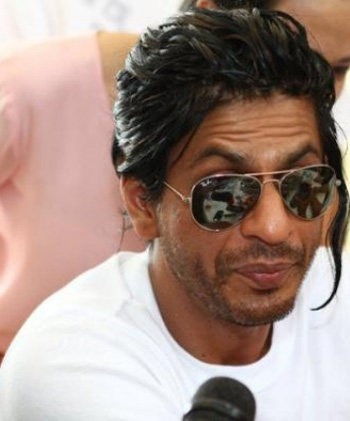 Spicy Movie World: Shahrukh Khan new hairstyle for Don 2