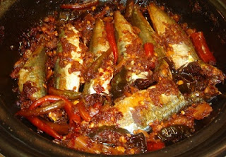 Braised Scad Fish with Satay Recipe (Cá Nục Kho Sa Tế)