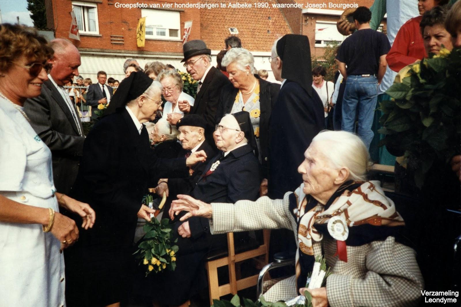 Eeuwelingenfeest te Aalbeke op 18 augustus 1990. Zittend vlnr.: Elvire Gernaey (1890-1991), Joseph Bourgeois (1890-1992), zuster Marie-Madelberte (1890-1991) en Verhaeghe Rachel (1890-1993)