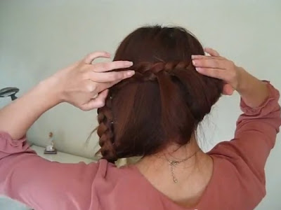 How-to-Style-a-Vintage-Princess-Braided-Updo