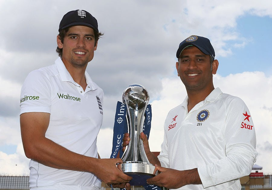 Alastair-Cook-MS-Dhoni-Investec-Test-Series-Trophy
