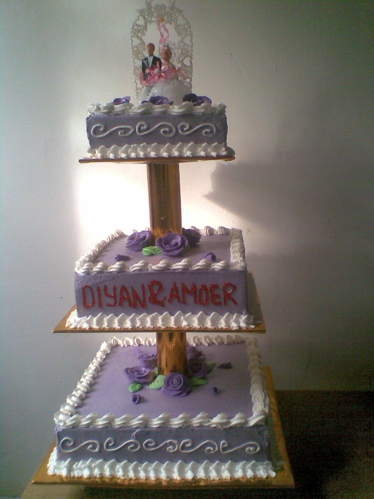 little kitchen najla wedding cake ungu
