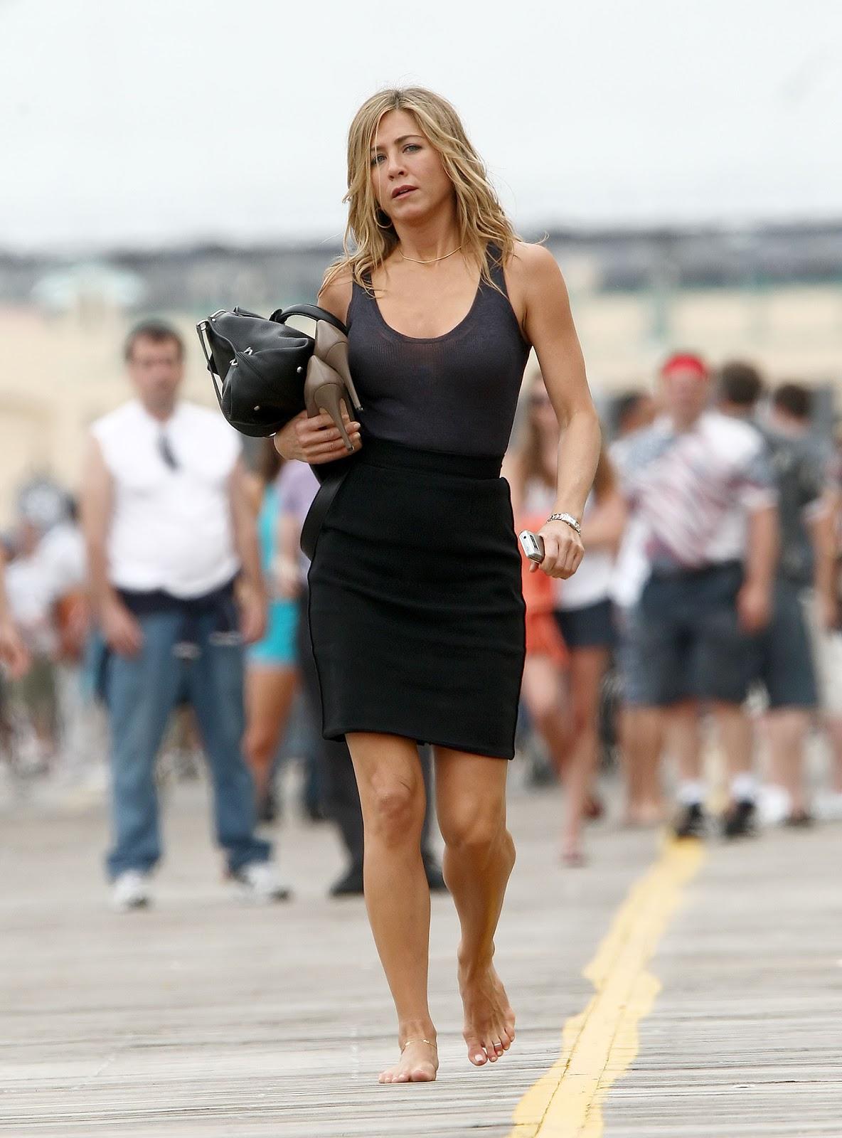 http://3.bp.blogspot.com/-Gc7r74ct9z8/TxHW8CE0RfI/AAAAAAAAAhE/sHL_w-fH9f4/s1600/Jennifer-Aniston-Feet-306414.jpg