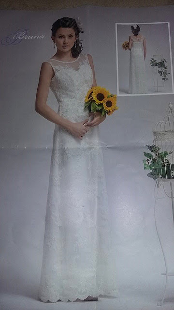 Suknia ślubna z koronką.