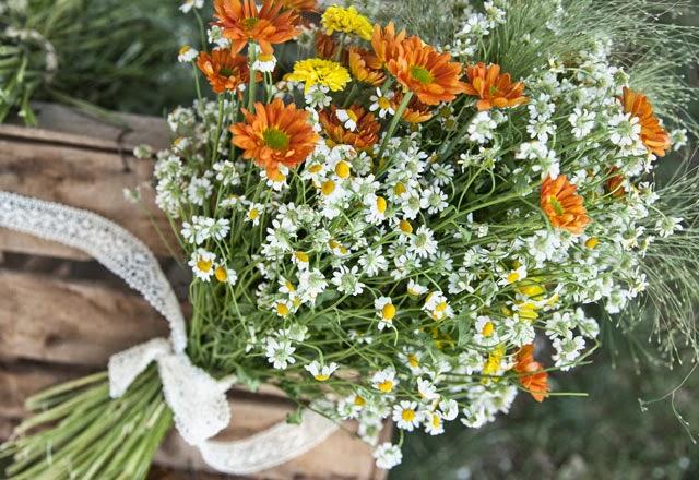 ramos de plantas y flores silvestres