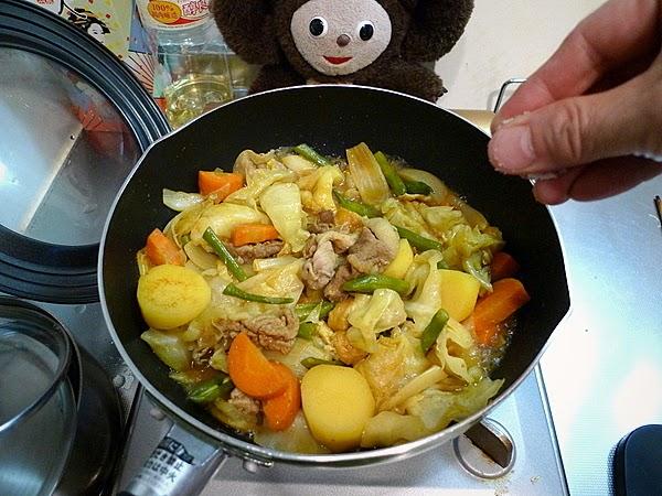 豚肉とキャベツ等のカレー煮込みの作り方(2)