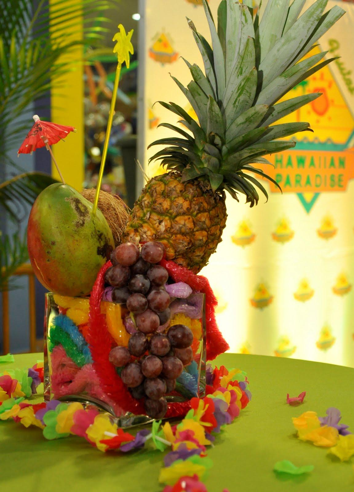 Mi dulce sorpresa quincea era hawaiana - Pinas decoradas para centro de mesa ...