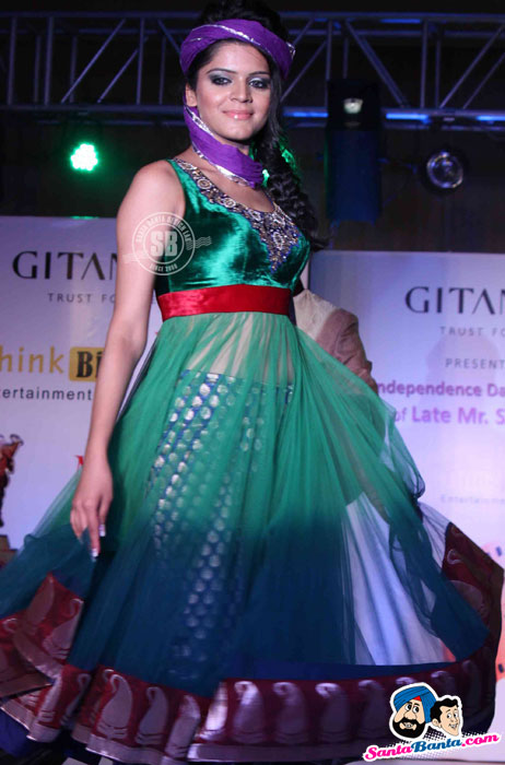Indian model in green anarkali suit - (10) - Global Movie Independence Fashion Show Photos
