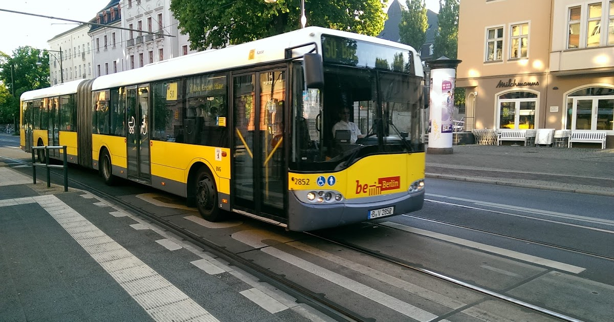 berlin verkehrs presseschau und informationen bus der bvg geht auf a100 in flammen auf aus. Black Bedroom Furniture Sets. Home Design Ideas