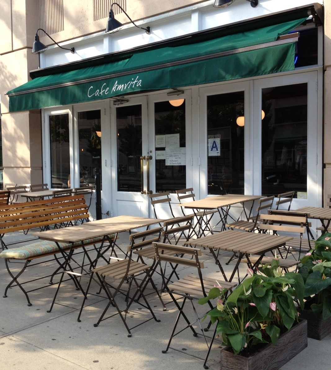 This section presents the most popular and most complete image information by a keyword outdoor cafe in france