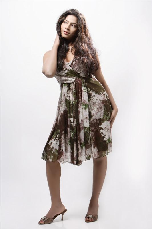 Actress Meenal Stills Gallery navel show