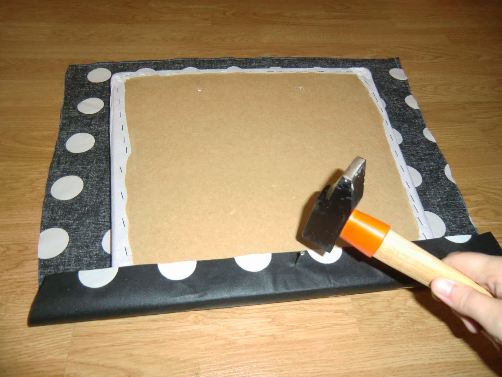Esmilaweb como tapizar unas sillas de comedor - Clavos para tapizar ...