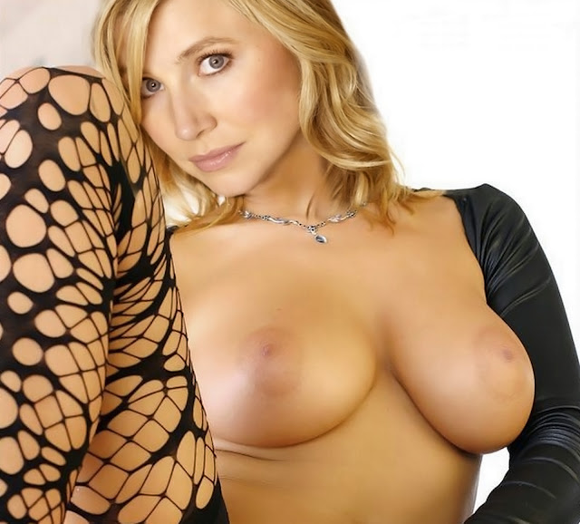 Sarah Chalke Busty Topless Big Boobs