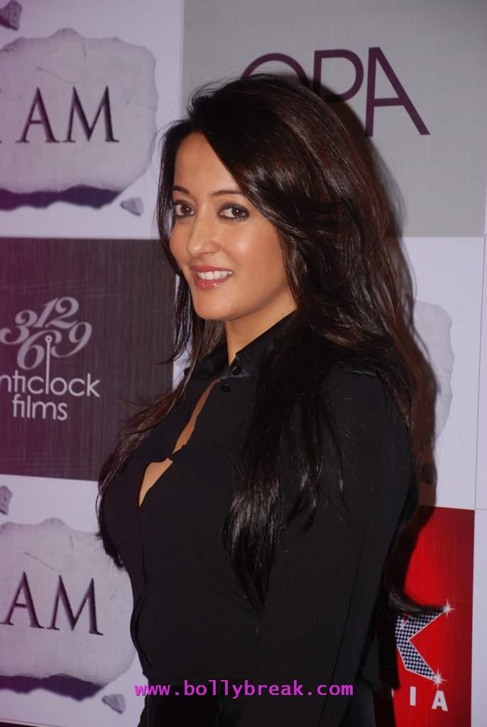 Hot Fat Raima Sen - Raima Sen After Marriage at 'I Am' success bash