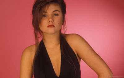 Tiffani Thiessen Hollywood Actress Wallpaper-1600x1200