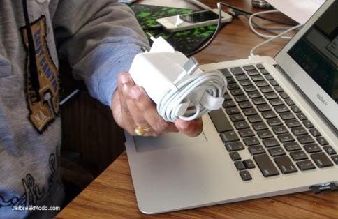 Trik Menggulung MacBook Charger