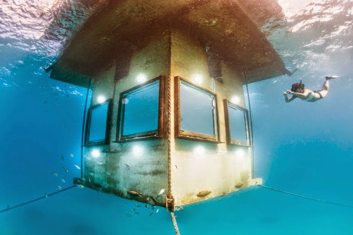 Amazing Underwater Hotel Room