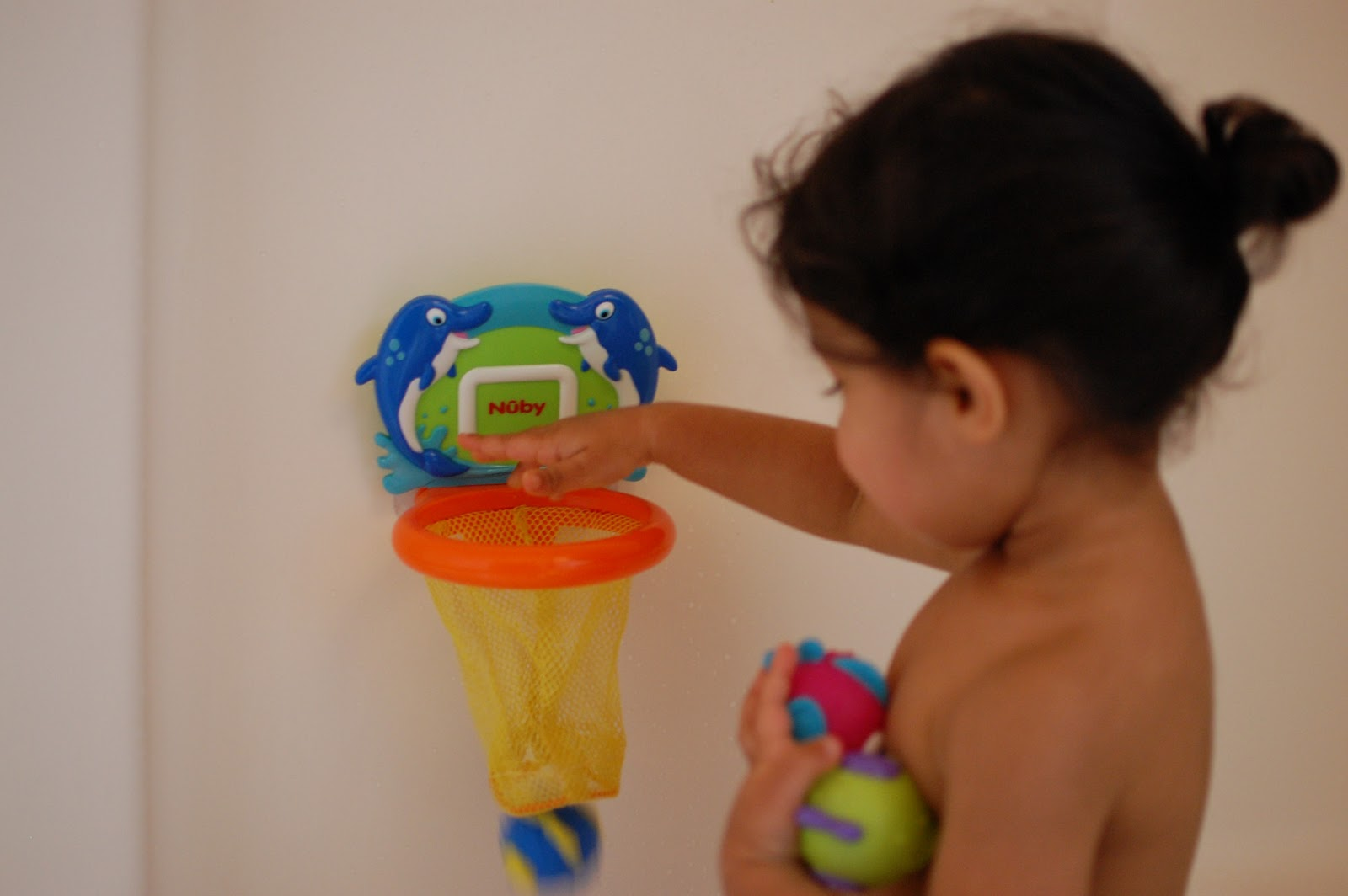 Ditslife: Nuby\'s Fish Swoosh Bath Toy Review