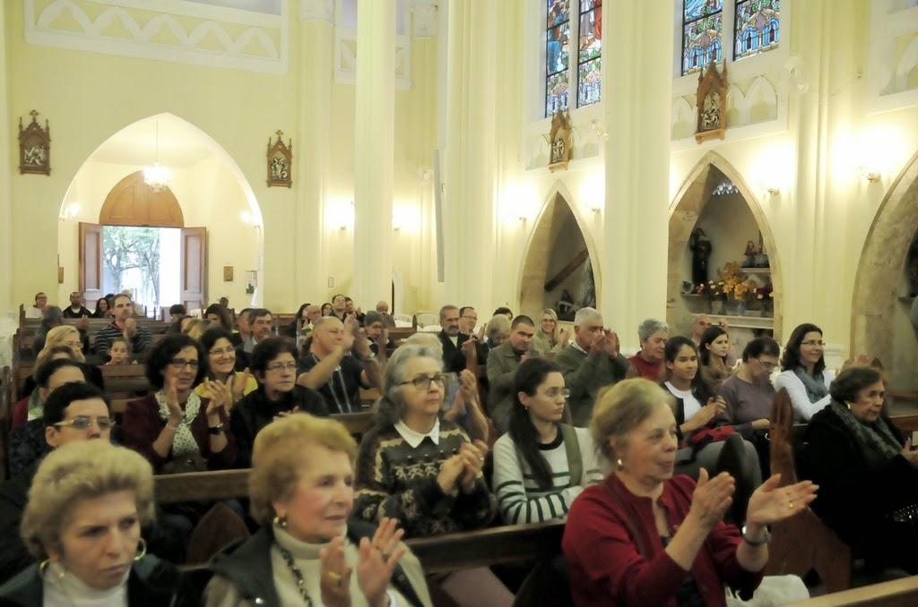 Dezenas de pessoas estiveram presentes para prestigiar o evento