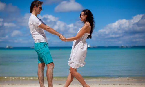 5 Ways to Keep Her in love Forever,happy couple man woman girl beach sea nature holding hands
