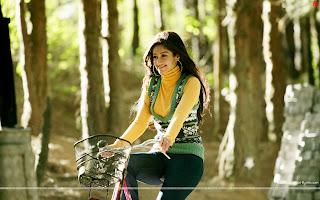 Barfi! HD Wallpapers, Hot Ileana D'Cruz on cycle