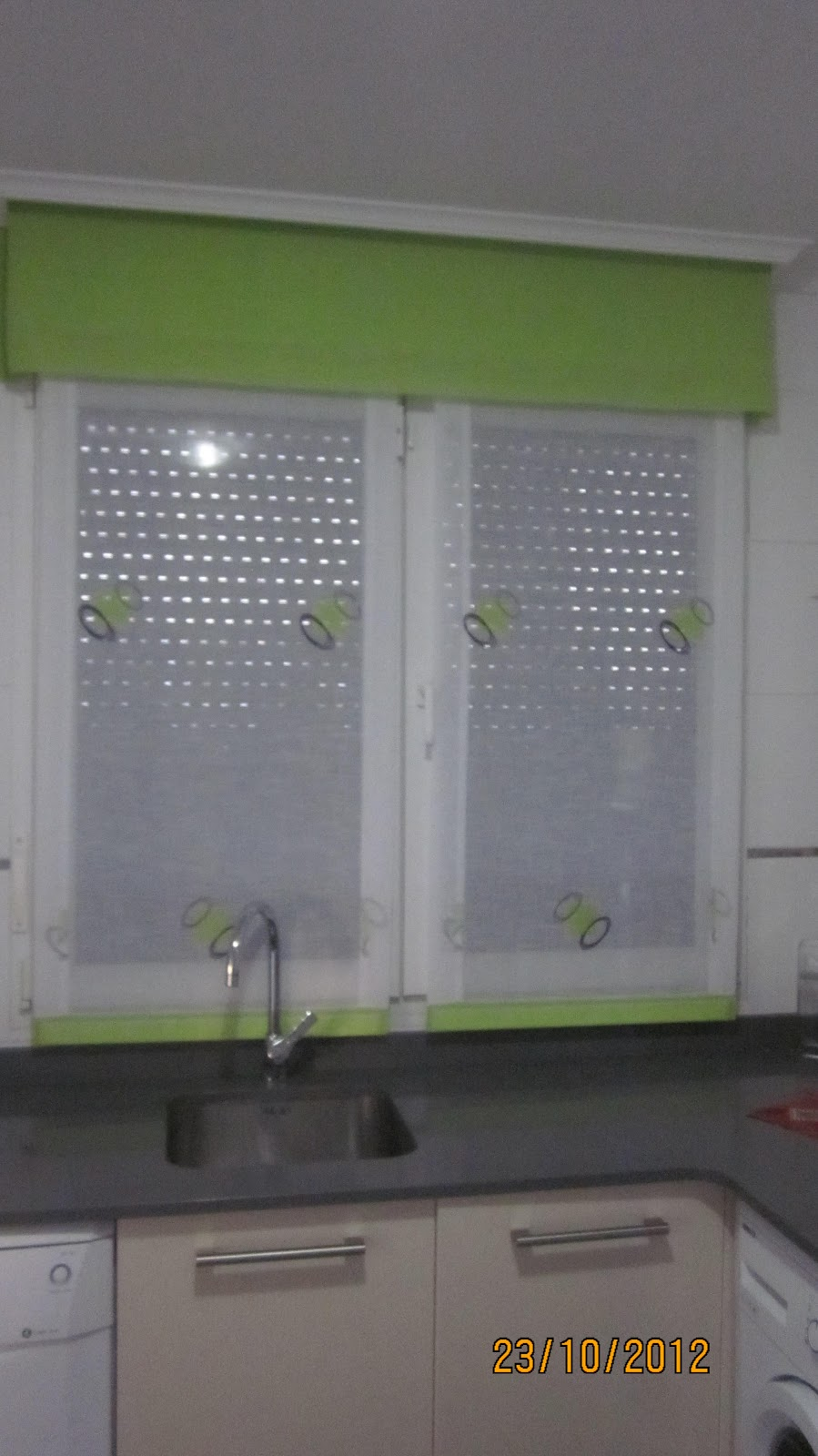 Decorar con cortinas y mucho m s moderniza tu cocina for Stores de cocina