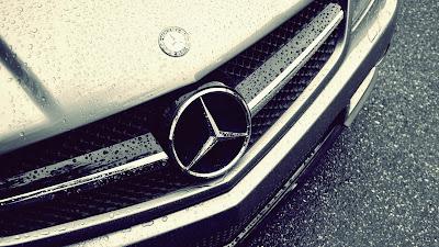 Wet Mercedez Benz Rain Drops Nice Photography HD Car Wallpaper