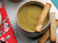 Creme Frio de Ervilha e Batata com Pão Torrado (vegana)