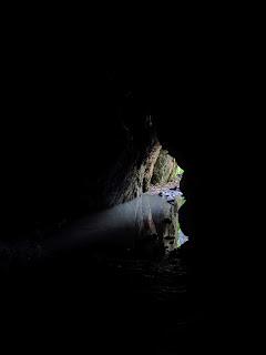 Η είσοδος του Σπηλαίου Πανός στην Πάρνηθα (από μέσα)