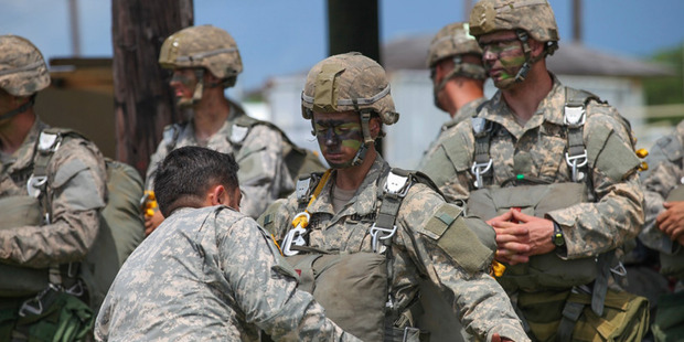 US incredible first women soldiers to complete grueling Army Ranger school