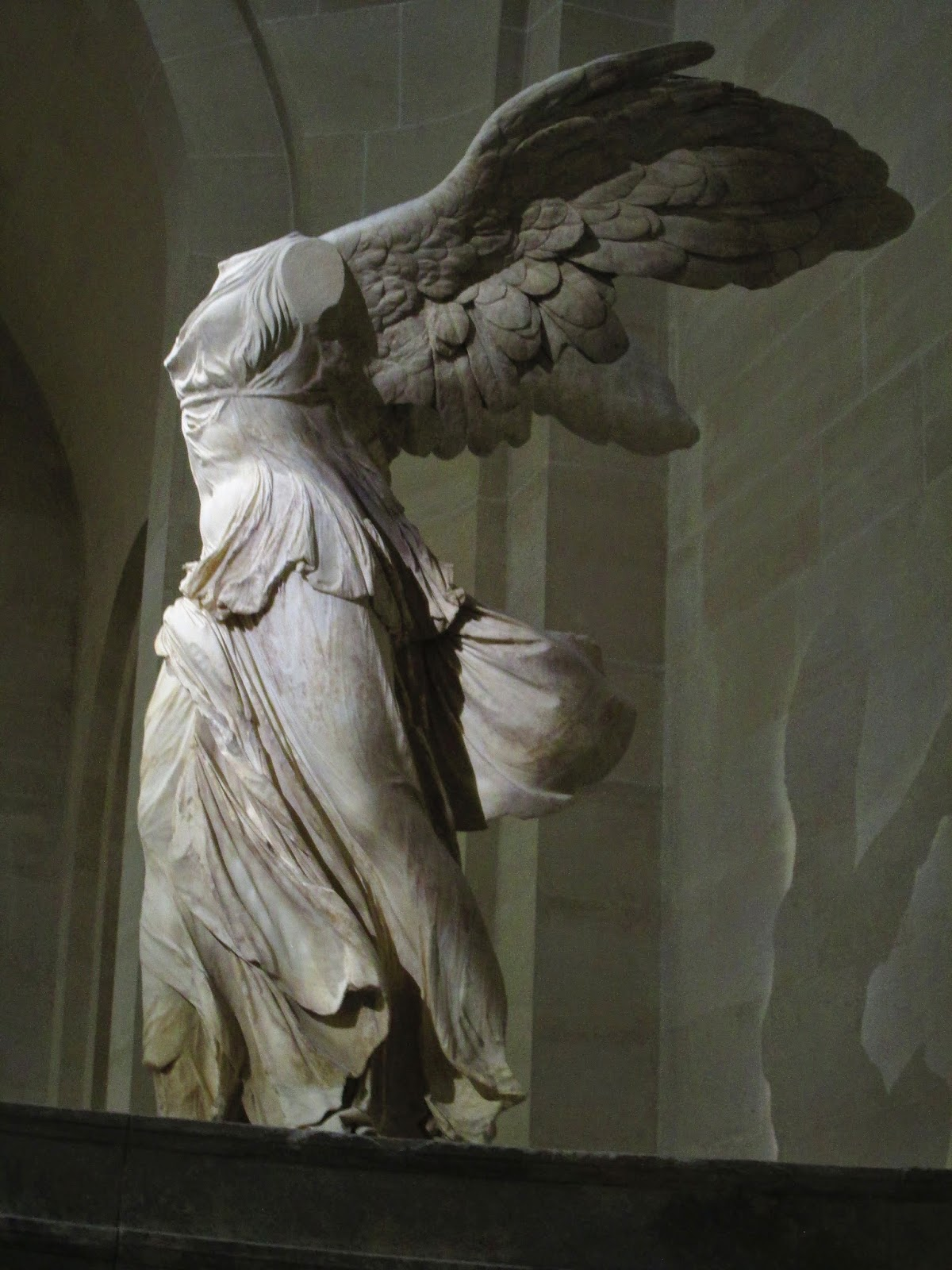 The winged victory of samothrace art history blogger rather than being in one of the many art galleries in the museum the winged victory sits at the top of a large staircase which provides a perfect vantage biocorpaavc