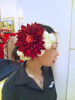 <prima>赤ダリアと白マムのヘアアクセサリー