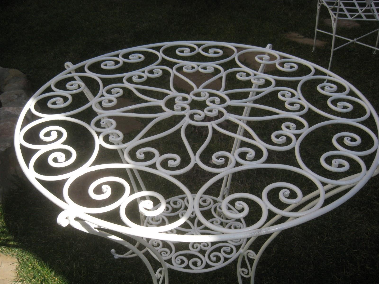 Mi forja yunque hierro y fuego mesas y mesitas for Sillas de jardin de hierro