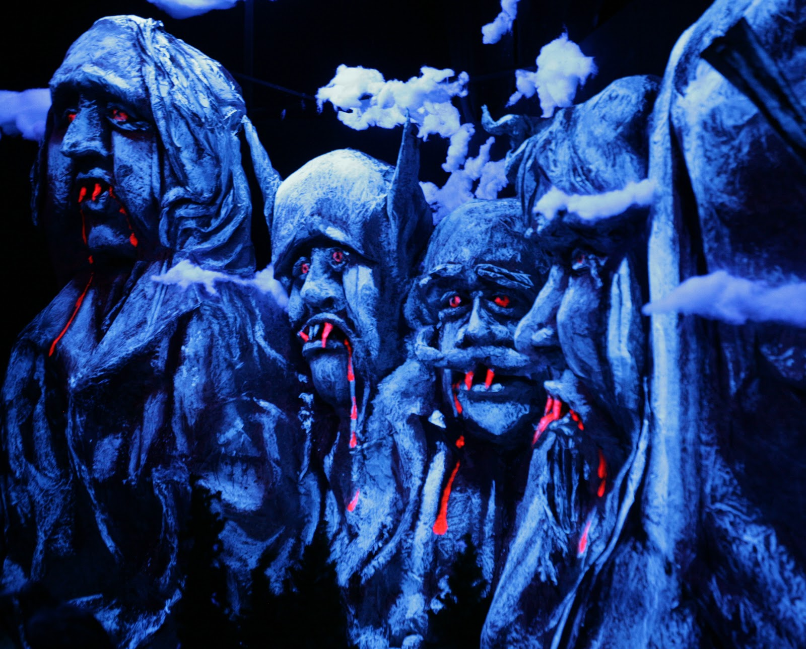 http://3.bp.blogspot.com/-GfDYCaxqFOA/TpmavUKOSpI/AAAAAAAABH0/Rp9745pD5z8/s1600/HauntedHouse_CountRushmore.jpg
