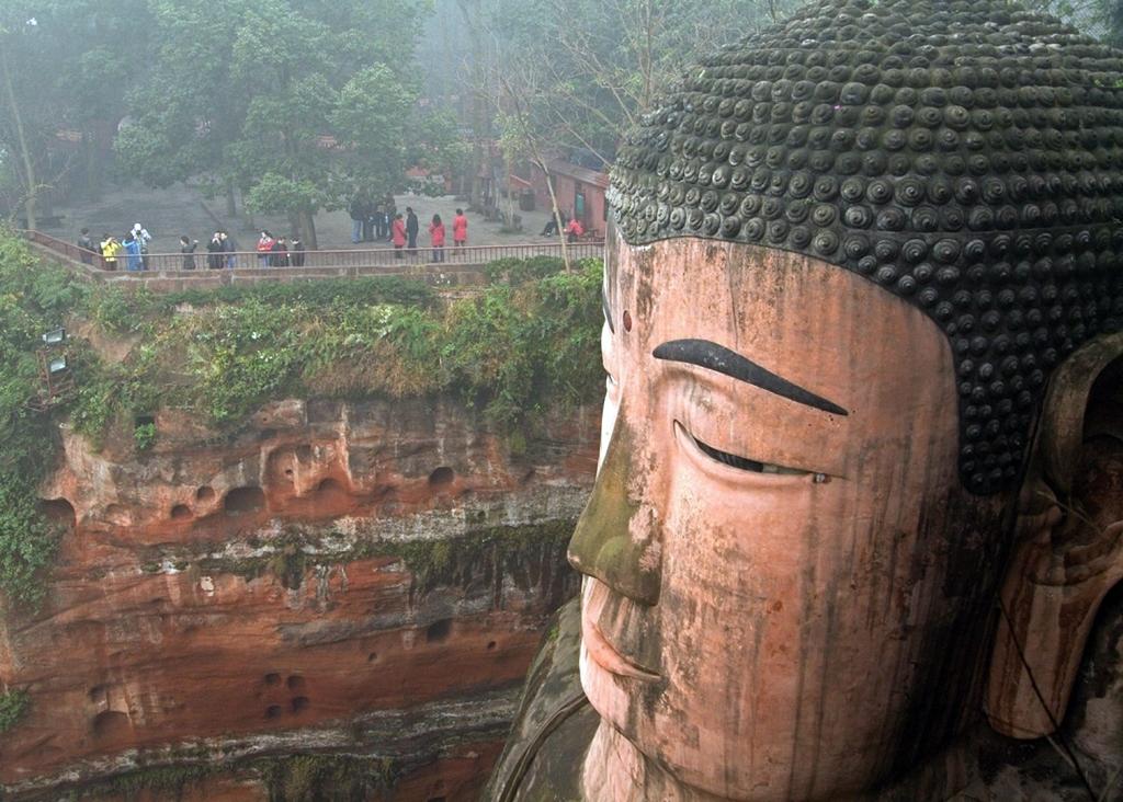 Molto The Leshan Giant Buddha / Il Buddha gigante di Leshan | Tutt'Art  EW36