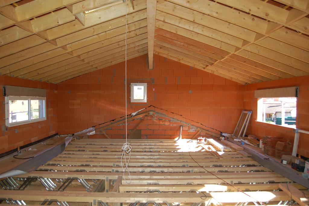 Agrandissement d 39 une maison par le haut 21 me jour fin for Agrandissement maison par le haut