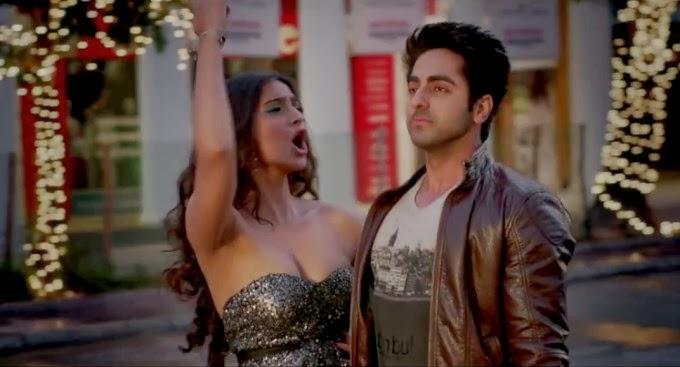 Sonam Kapoor Huge big cleavage from film Bewakoofiyaan