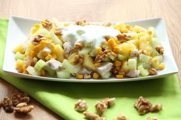 Kuchnia W Wersji Light Salatka Z Selerem Naciowym Ananasem I