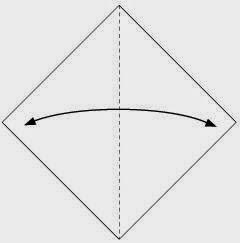Bước 1: Gấp đôi tờ giấy lại theo chiều từ trái sang phải để tạo nếp gấp, sau đó lại mở ra.