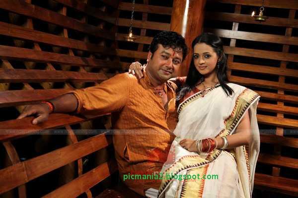 Kudumbasree-Travels-Video-Song jayaram bhavana hot
