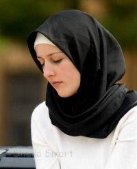 كيف تحببين وتقنعين ابنتك بارتداء الحجاب  - امرأة بنت فتاة محجبة مسلمة