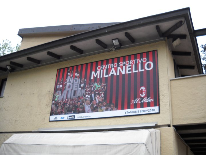 http://3.bp.blogspot.com/-Gh0FsxmRu_s/TifxvxoOGnI/AAAAAAAAANE/jXEymO1Ud-4/s1600/centro+sportivo+Milanello.jpg