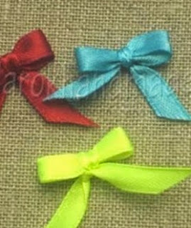 http://translate.googleusercontent.com/translate_c?depth=1&hl=es&rurl=translate.google.es&sl=en&tl=es&u=http://goodhomediy.com/diy-easy-ribbon-bow-with-a-fork/&usg=ALkJrhhDValfakma8Cf2OpVdqDYGJJuJvg