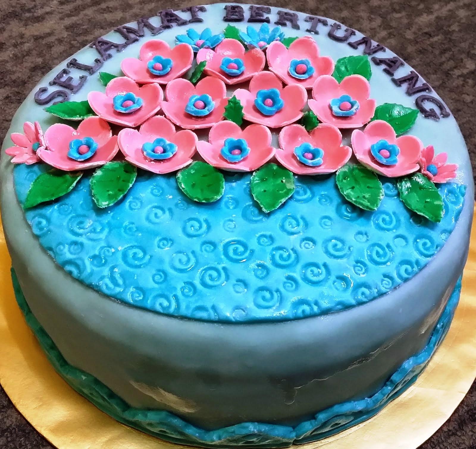 Fondant Cake 11