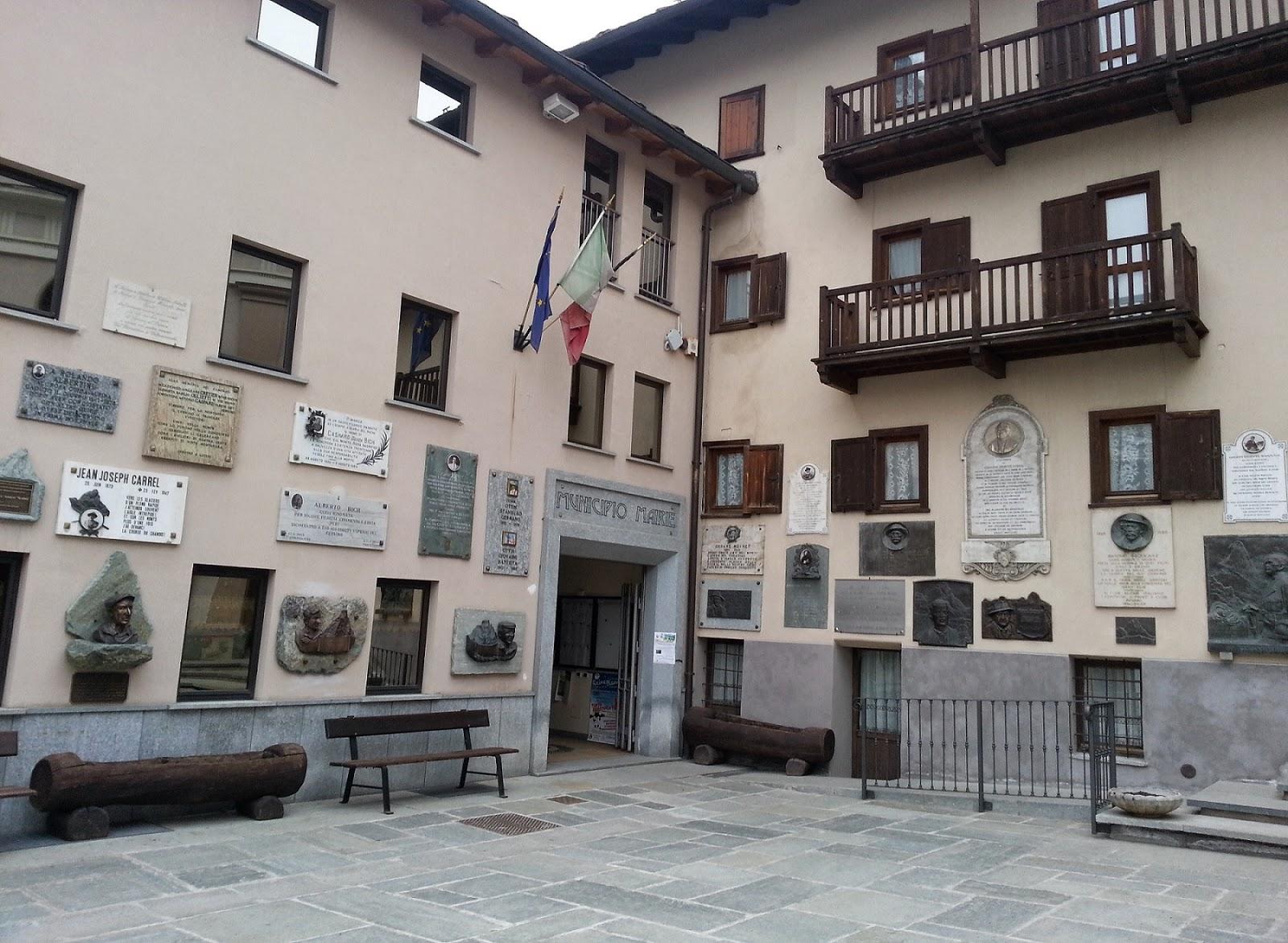 foto Piazza delle <guide Alpine a #Valtournenche