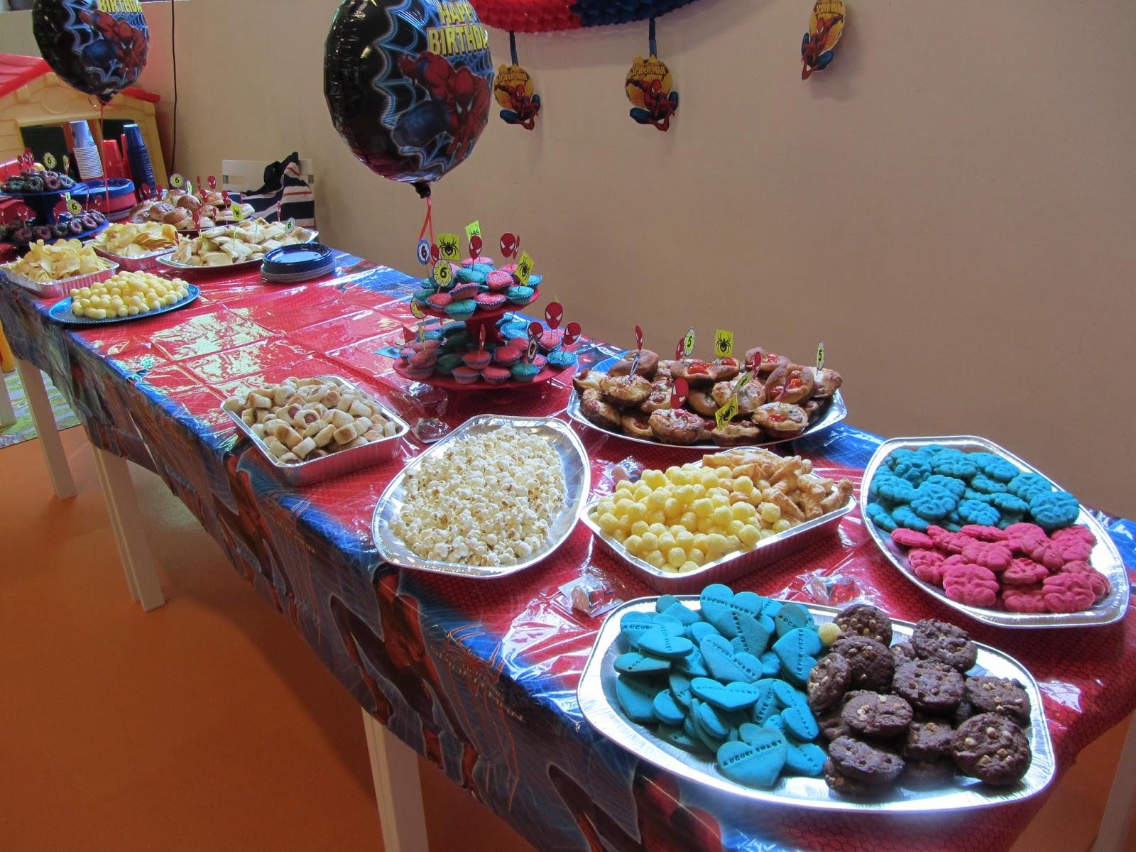 Buffet Di Dolci Per Compleanno : Torte e biscotti decorati per bomboniere golose buffet di
