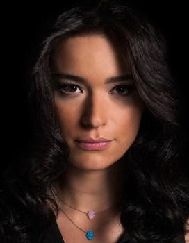 Profil Safak Pekdemir (Pemeran Iclal)